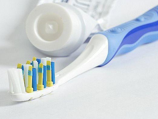 Чим чистити зуби?
