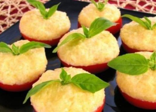 Як приготувати помідори з сиром?