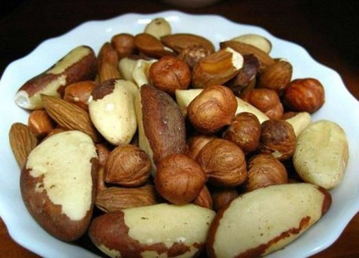 Скільки калорій в горіхах?